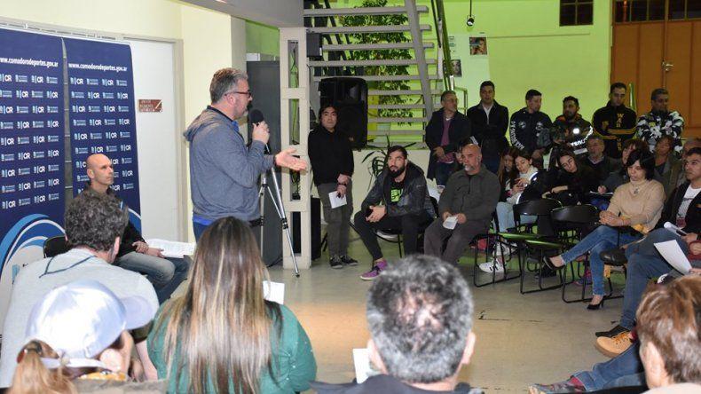 Hernán Martínez de la Dirección General de Deportes dando detalles de lo que será la realización de una nueva Expo Deportes que se llevará a cabo el próximo mes.