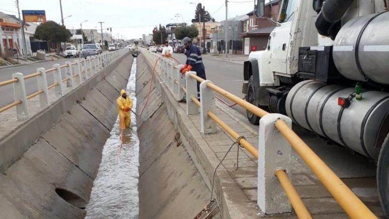 Anticipan lluvia el fin de semana y refuerzan el mantenimiento de pluviales