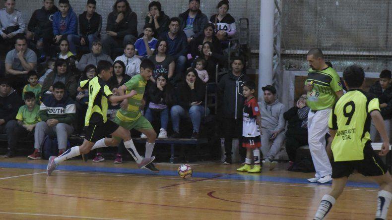 El torneo Apertura de la Asociación Promocional tuvo acción el sábado y domingo en el gimnasio municipal 2.