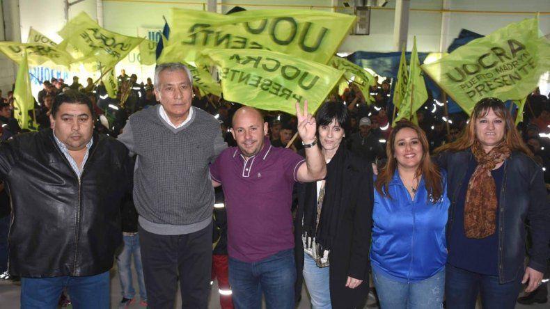 Alfredo Beliz recibió el apoyo de Gustavo Sastre y Mateo Suárez durante un acto que encabezó en Puerto Madryn.