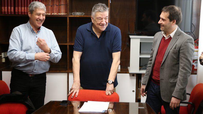 Luque firmó con el Colegio Médico la construcción de  policlínicos