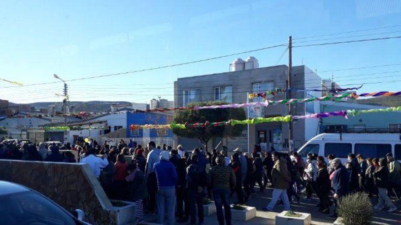 Cientos de fieles se congregaron para pedir pan y trabajo