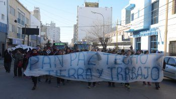 Integrantes del MTE marcharon por el centro de Comodoro Rivadavia.
