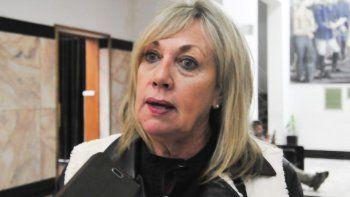 Finalmente, la intendenta Artero encontró el auxilio de Provincia para pagarles los sueldos a los municipales. Ahora queda pendiente su interpelación y el pedido de que se tome licencia que le hicieron los concejales a la electa diputada provincial por el arcionismo.