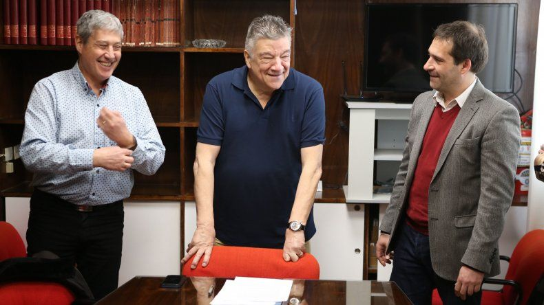 Juan Pablo Luque y Carlos Catalá junto al presidente del Colegio Médico