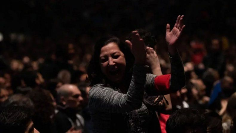 El Luna Park estalló contra Macri en el recital de Charly