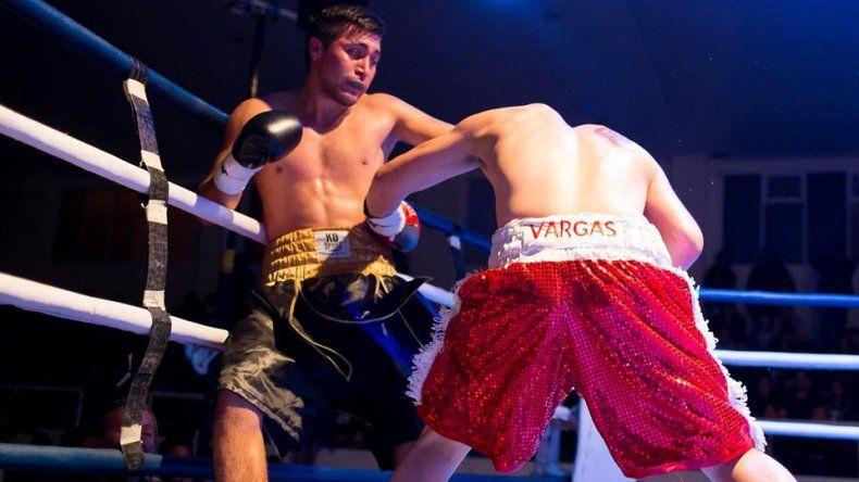Con seis peleas amateur y dos profesionales