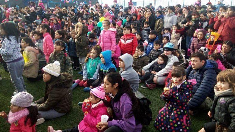 Miles de niñas y niños disfrutaron del homenaje que les brindó el Sindicato Petrolero Santa Cruz.