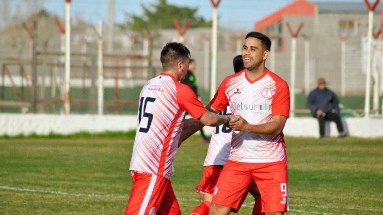 El bicampeón Huracán arrancó el torneo Final A con una clara victoria ante Florentino Ameghino.