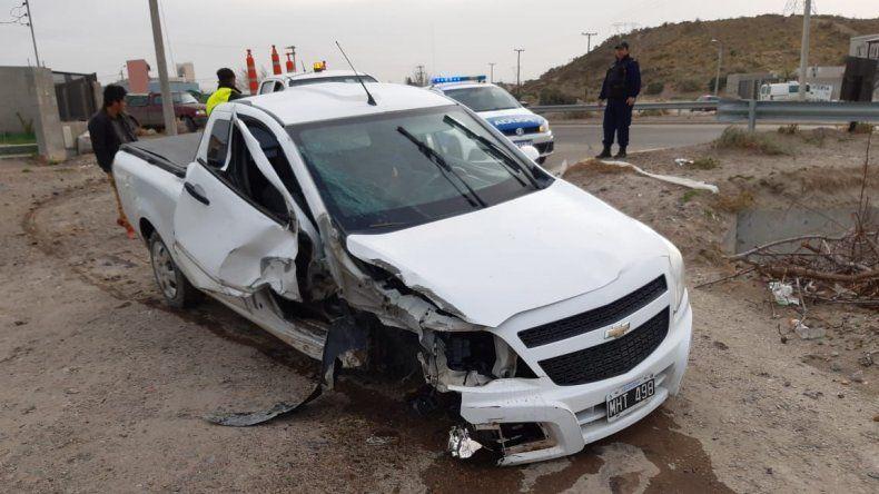 Un conductor alcoholizado  chocó contra un poste de luz