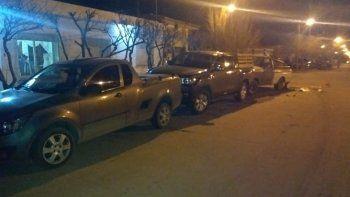 conducia ebria, choco cuatro autos estacionados y provoco danos en la comisaria