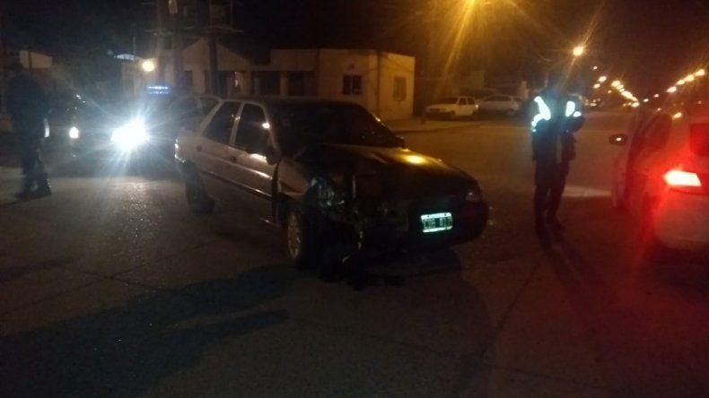 Conducía ebria, chocó cuatro autos estacionados y provocó daños en la comisaría