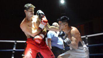 El festival de boxeo y también las exhibiciones de kick boxing se llevó a cabo la noche del viernes en el gimnasio municipal 1.