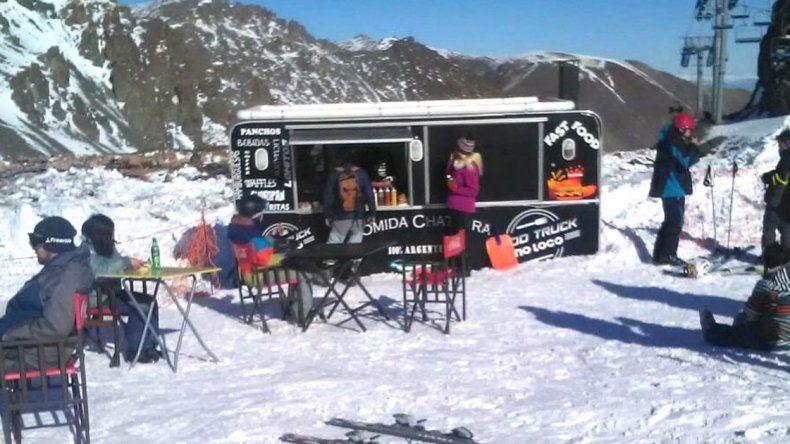 La Hoya: nieve y una variada gastronomía en todo el cerro