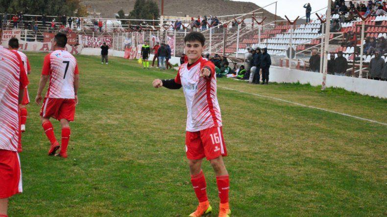 Cristian Reyes marcó ayer sus primeros dos goles con la camiseta de Huracán en el triunfo ante Petroquímica.