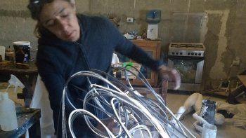 marcela lopez regresa a hollywood con una de sus innovadoras esculturas