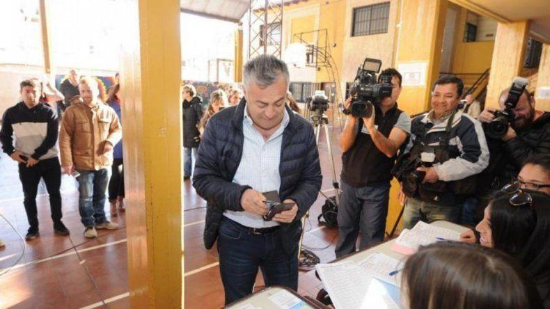 Un gobernador fue a votar sin el DNI