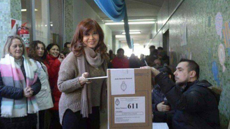 Cristina Fernández votó y esperará los resultados en Santa Cruz
