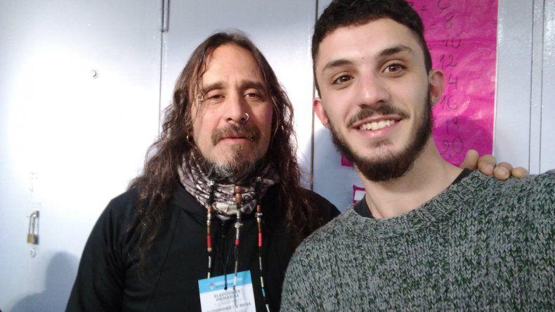 Fueron a votar y se encontraron con una figura de rock como presidente de mesa