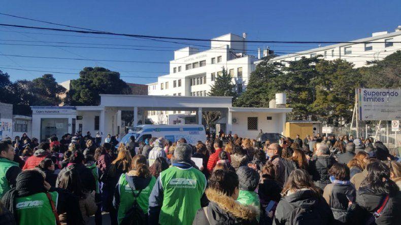 Abrazo simbólico al Hospital Regional: sigue la retención y guardias mínimas