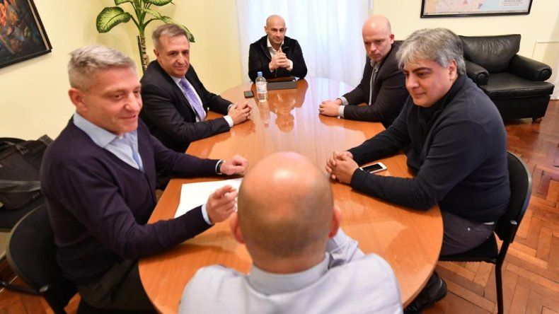 Arcioni y Sastre se volvieron a reunir después de un tiempo largo. Fue un primer acercamiento para analizar cómo salir de la crisis.