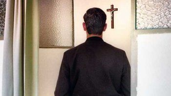 sacerdote de la iglesia catolica tiene un hijo