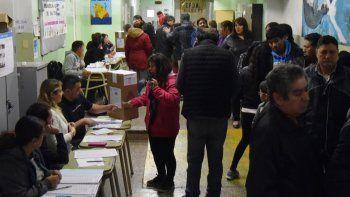 En Santa Cruz acudieron a las urnas 179.580 de los 252.303 electores (71,18 % del padrón) y fue notoria la gran cantidad de votos que se emitieron en blanco.