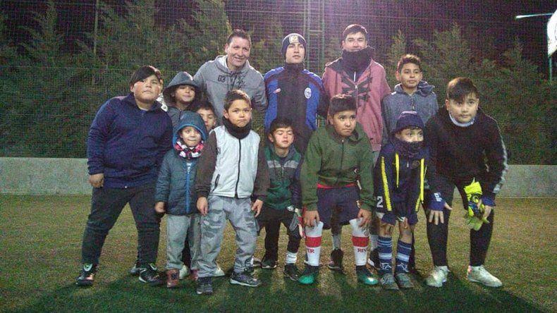 El Loco Encinas suma nenes y ajusta los entrenamientos para arqueros.