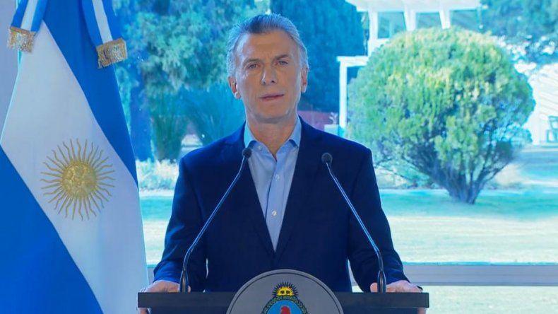 A través de un mensaje grabado el presidente anunció un paquete de medidas que buscan aliviar la economía de los trabajadores y las pymes.