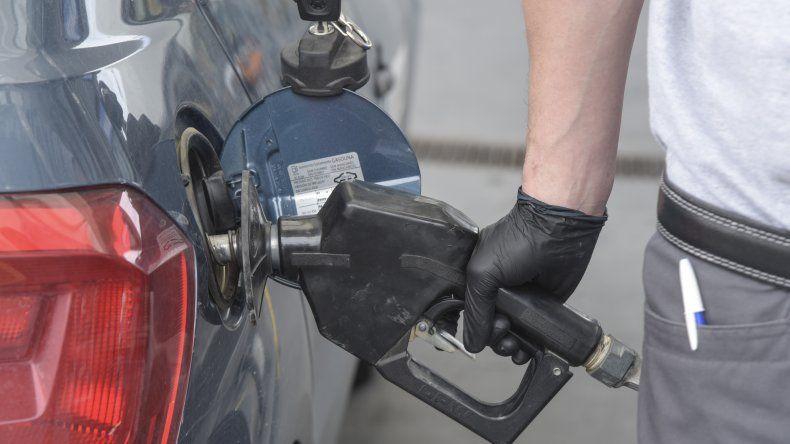 En las estaciones de servicio la actividad es normal pero hay preocupación por el congelamiento de ls precios de los combustibles.