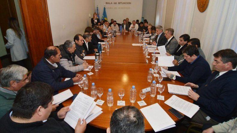 Arcioni se reunió con gremios del sector privado