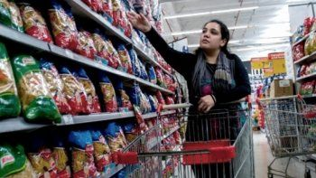 La medida dispuesta el jueves por el Gobierno nacional elimina el IVA en una serie de productos de la canasta alimentaria.