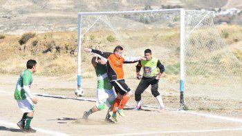La Asociación de Fútbol Senior continuará esta tarde con la disputa de sus torneos.