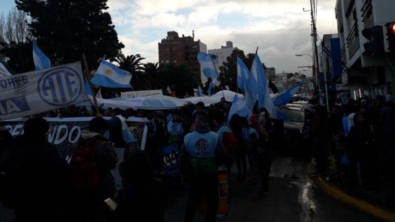 Los estatales protagonizaron otra multitudinaria marcha en Comodoro