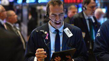 derrumbe de bonos y acciones y el riesgo pais trepa al 14 %
