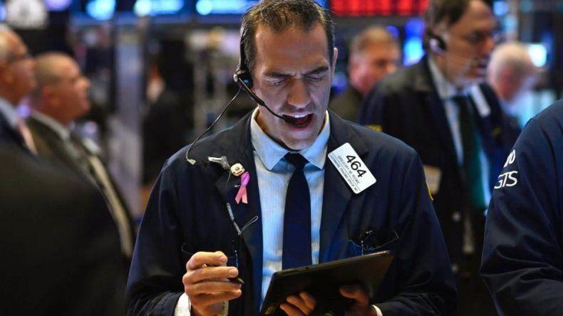 Derrumbe de bonos y acciones y el riesgo país trepa al 14 por ciento