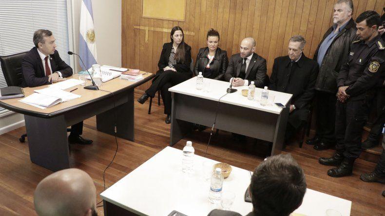 Massoni anuncia la suspensión de los cortes y ATECh lo desmiente