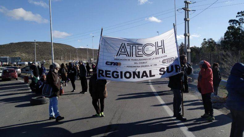 Los trabajadores estatales continuarán en la ruta durante esta semana a la espera de una respuesta del Gobierno provincial.