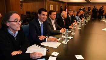 gobernadores piden que se retrotraigan las medidas economicas
