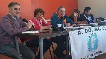 El Gobierno provincial convocó a ADOSAC y a AMET a una mesa de paritarias.