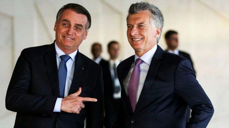 Mientras se incendia el Amazonas, Bolsonaro pide ayuda para Macri