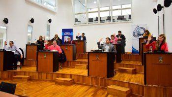 Por mayoría, los concejales aprobó una expresión de deseos para solidarizarse con los empleados del Estado chubutense.