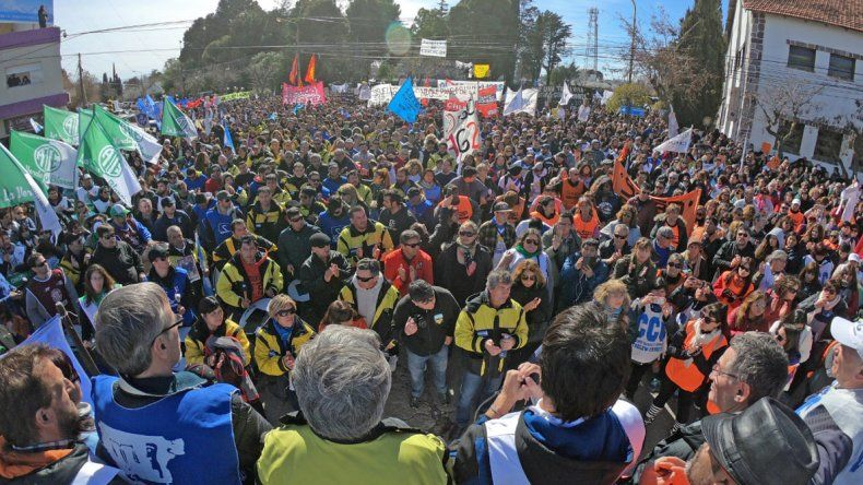 La multitudinaria manifestación de trabajadores estatales frente a la Casa de Gobierno