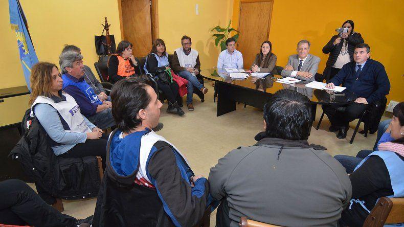 Después de que el jueves rechazaran asistir a la reunión con funcionarios provinciales