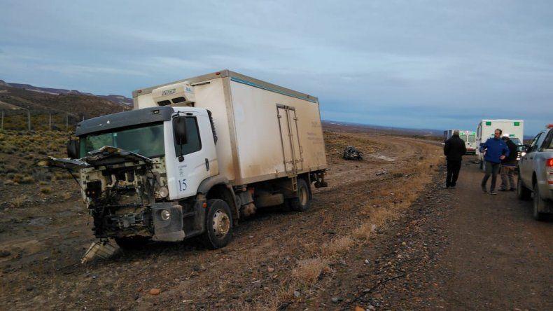El camión involucrado en el choque con un automóvil sobre la ruta Nacional 26.