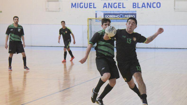 La acción del fútbol de salón mayor continuará esta noche en dos gimnasios de la ciudad.
