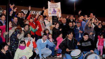 Vecinos de Cañadón Seco se autoconvocaron el viernes por la noche y pidieron la presencia de Jorge Soloaga para expresarle su apoyo a la reelección como jefe comunal.