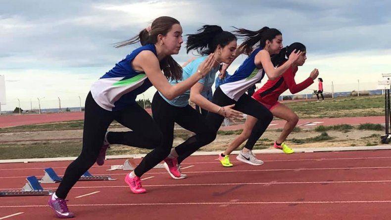 La partida de la prueba de 80 metros para mujeres U-16.