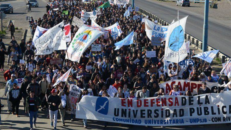 Estudiantes universitarios se movilizarán en defensa de la educación