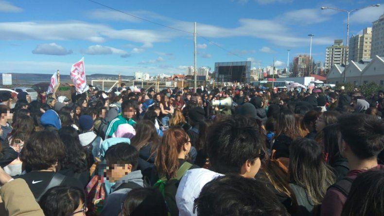 Estudiantes bloqueron la salida de colectivos de zona norte